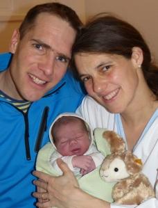 Glückliche Eltern nach der Geburt von Fabio