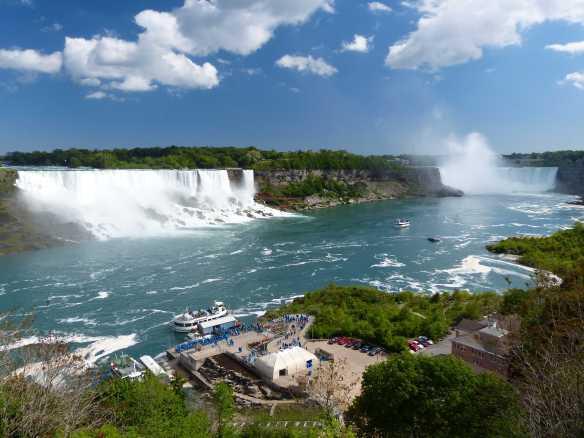 Links die American Falls und rechts die Horseshoe Falls